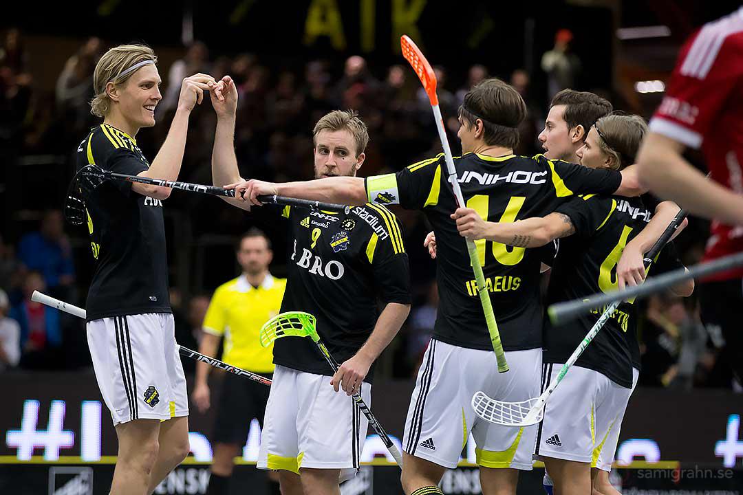 Kvitteringsmål av AIK Patrik Hagberg, gratuleras av Kim Nilsson, Karl-Johan Iraeus och Kevin Björkström