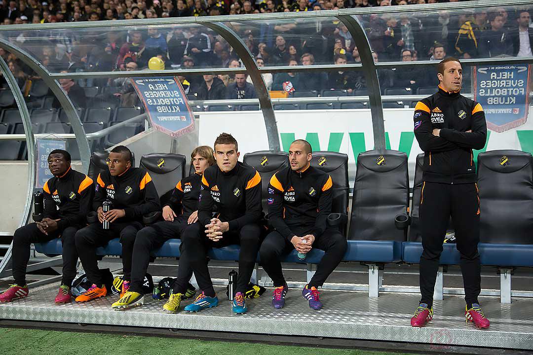AIK:s bänk: Ebenezer Ofori, Niclas Eliasson, Sam Lundholm, Eero Markkanen, Panajotis Dimitriadis, Kenny Pavey