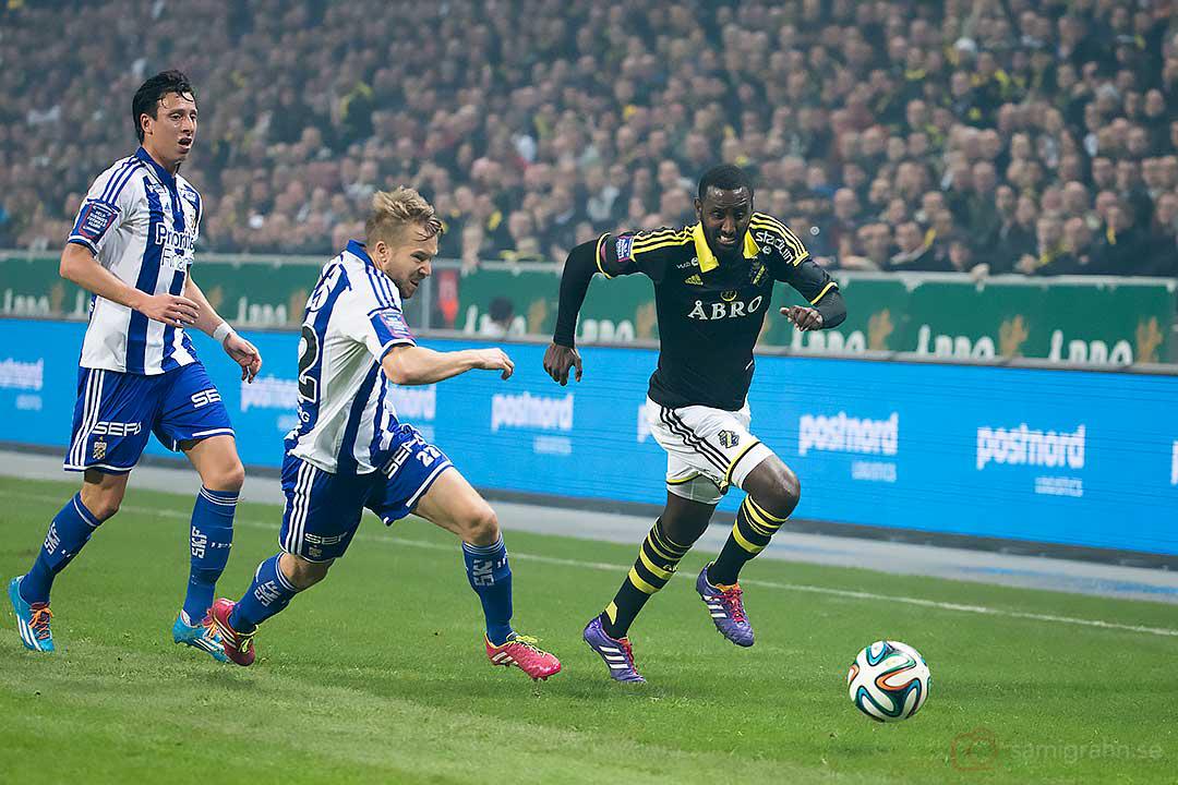 AIK Henok Goitom jagas av IFK Göteborg Adam Johansson