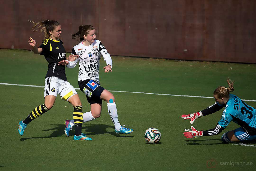 AIK Lisa Petersson, Sirius Tyra Kajgård och AIK målvakt Hilde Gunn Olsen