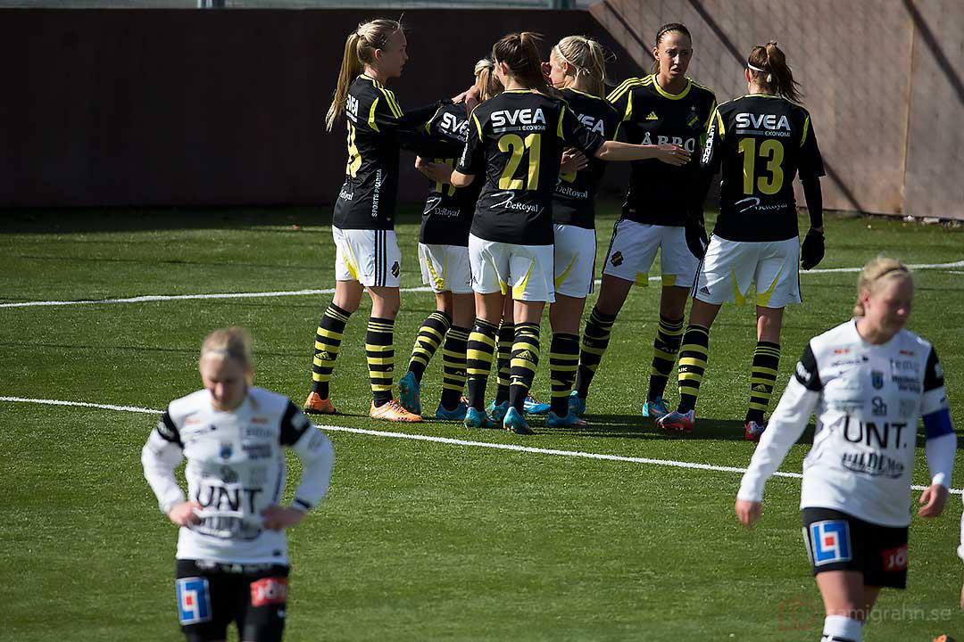 AIK jublar efter 1-0 av AIK Jessy Sharro, Sirius deppar