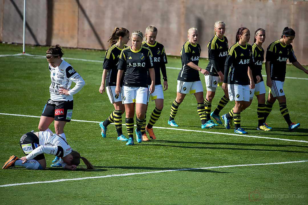 AIK besegrade Sirius med 2-0, liggande på knä Sirius Ingrid Wixner