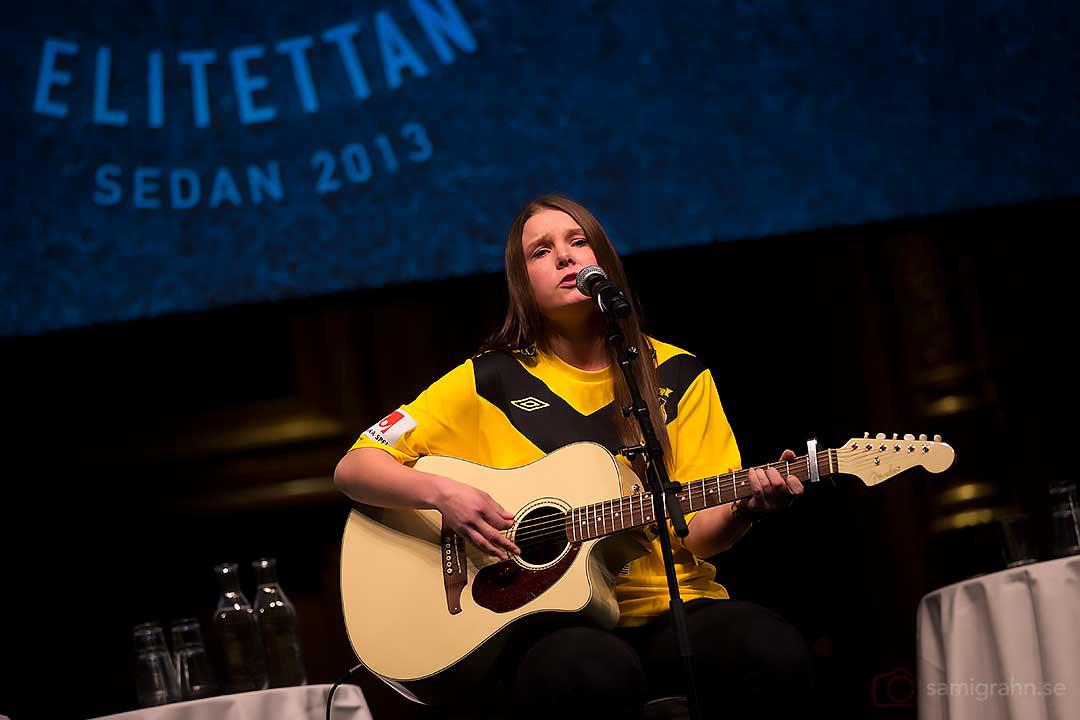 Älta Fanny Edström, fotbollsspelare och singer/songwriter