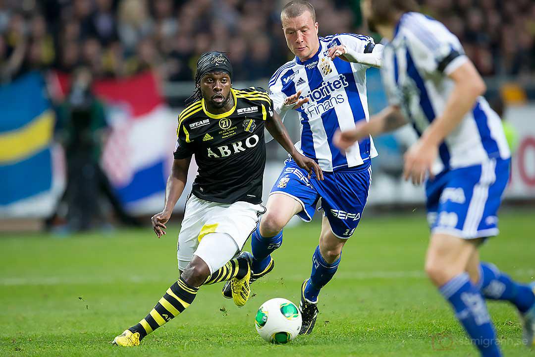 AIK Martin Mutumba snirklar sig förbi IFK Göteborg Jakob Johansson