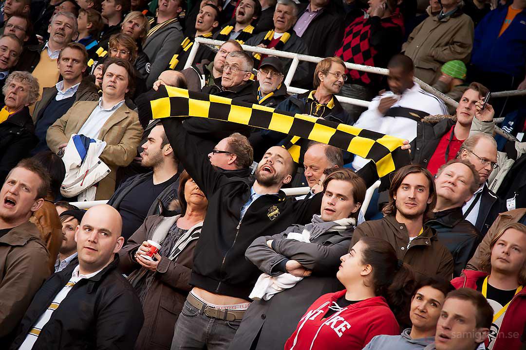 AIK-fans håller färgen