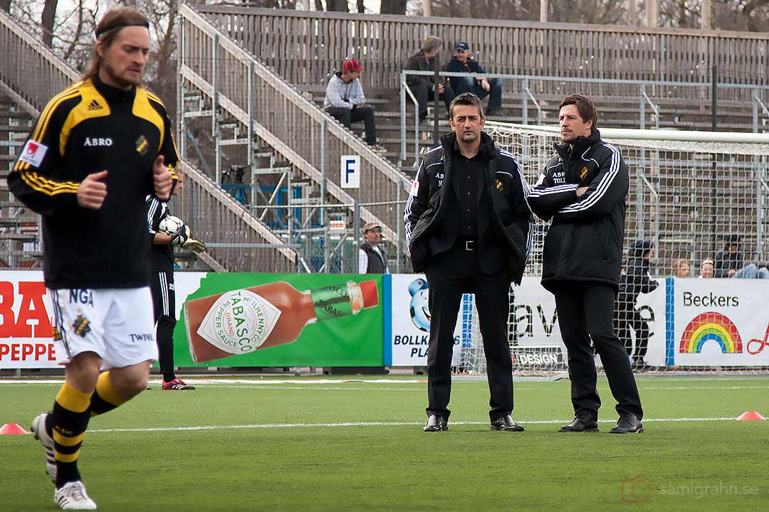 AIK Nebojsa Novakovics granskar Mats Rubarths uppvärmning