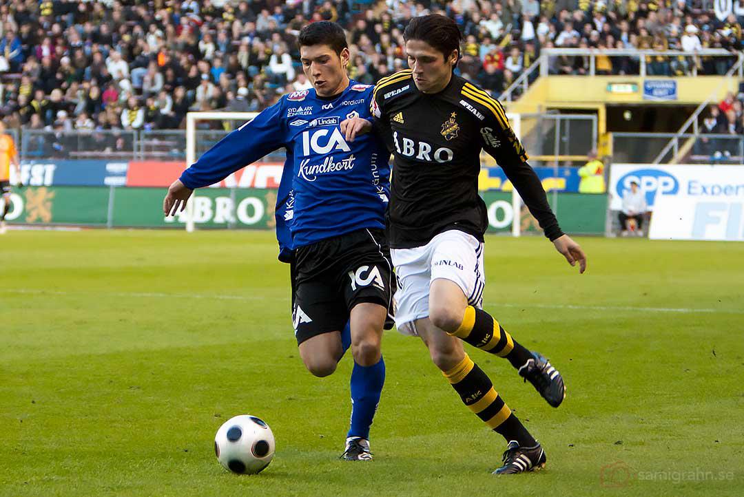AIK Bojan Djordjic i kamp om bollen
