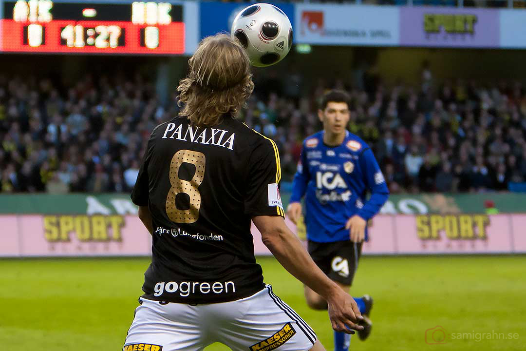 AIK Daniel Tjernström nickar fram bollen