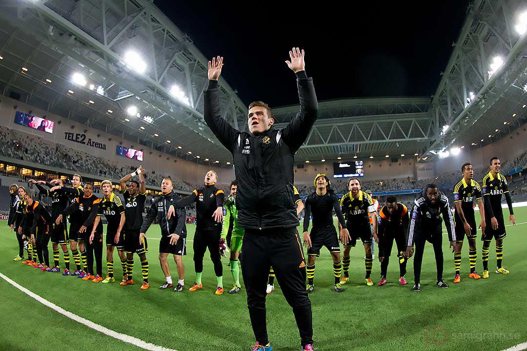 Målskytten AIK Eero Markkanen med armarna i vädret