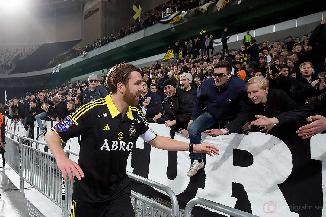 AIK Nils-Eric Johansson vid AIK-klacken