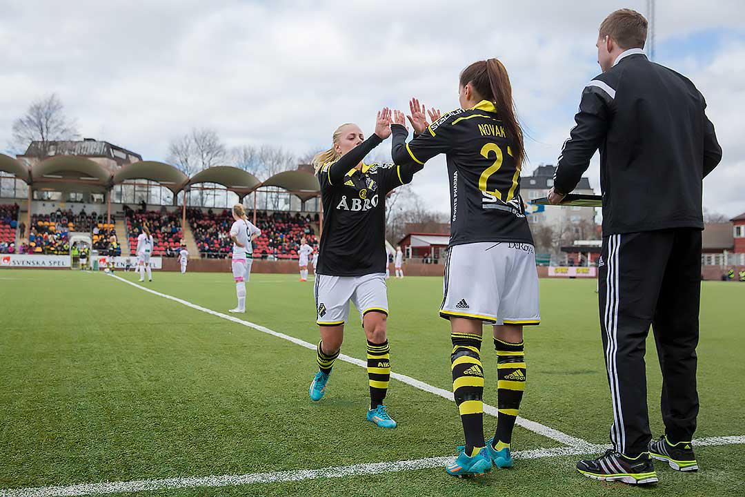 AIK Daniella Novaković debuterar i Damallsvenskan då AIK Sarah Storck lämnar plan