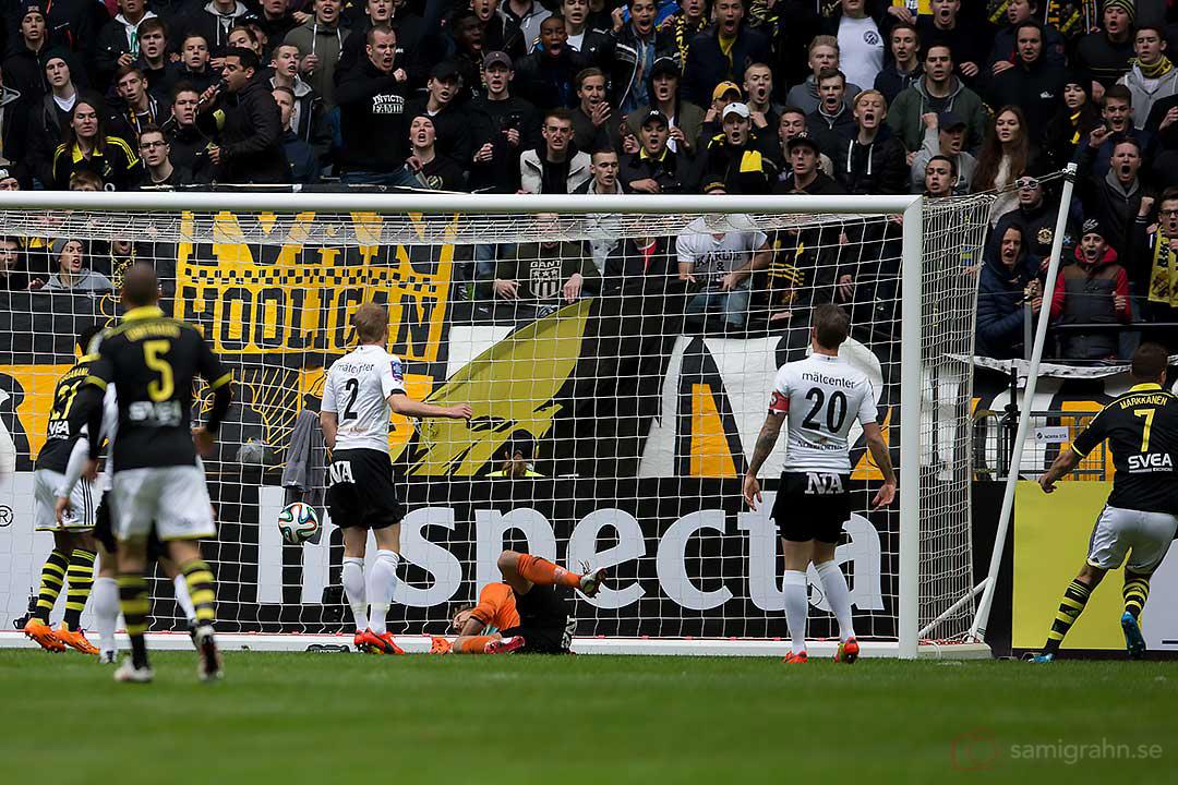Tidigt mål av AIK Eero Markkanen bakom Örebro målvakt Oscar Jansson