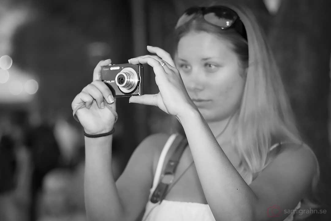 En kvinnlig fotograf