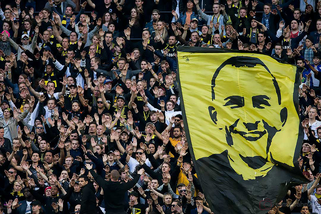 """Under matchminut 27 skanderar AIK-klacken """"Ivan Turina"""""""