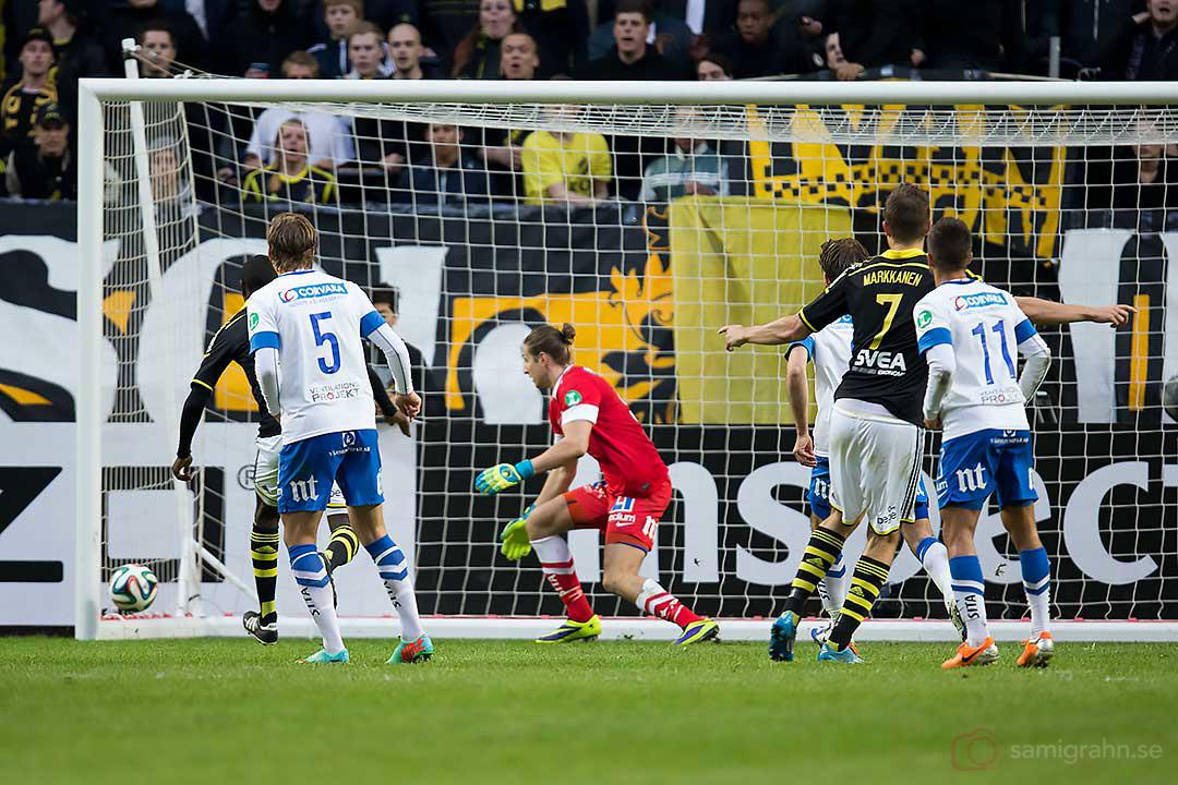 Efter en frispark reducerar AIK Eero Markkanen till 1-2