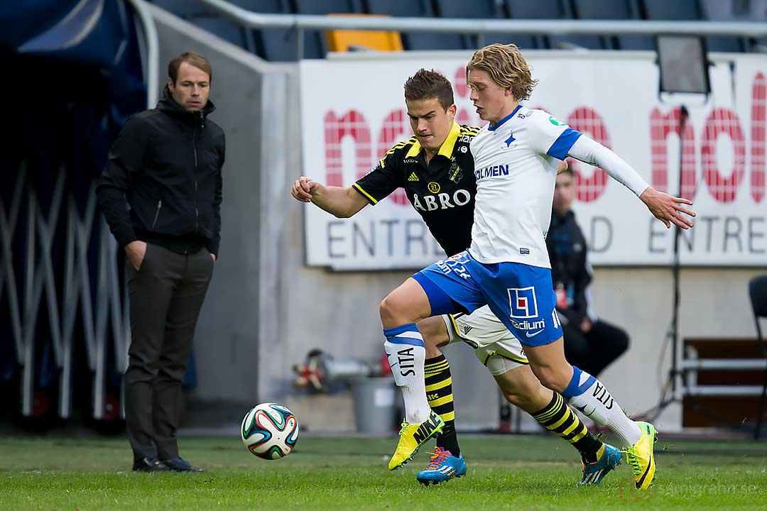 Alla tittar på boll, AIK tränare Andreas Alm, Eero Markkanen och IFK Norrköping Alexander Fransson