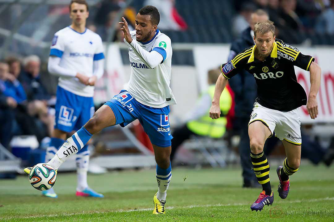 IFK Norrköping Isaac Kiese Thelin jagas av AIK Per Karlsson