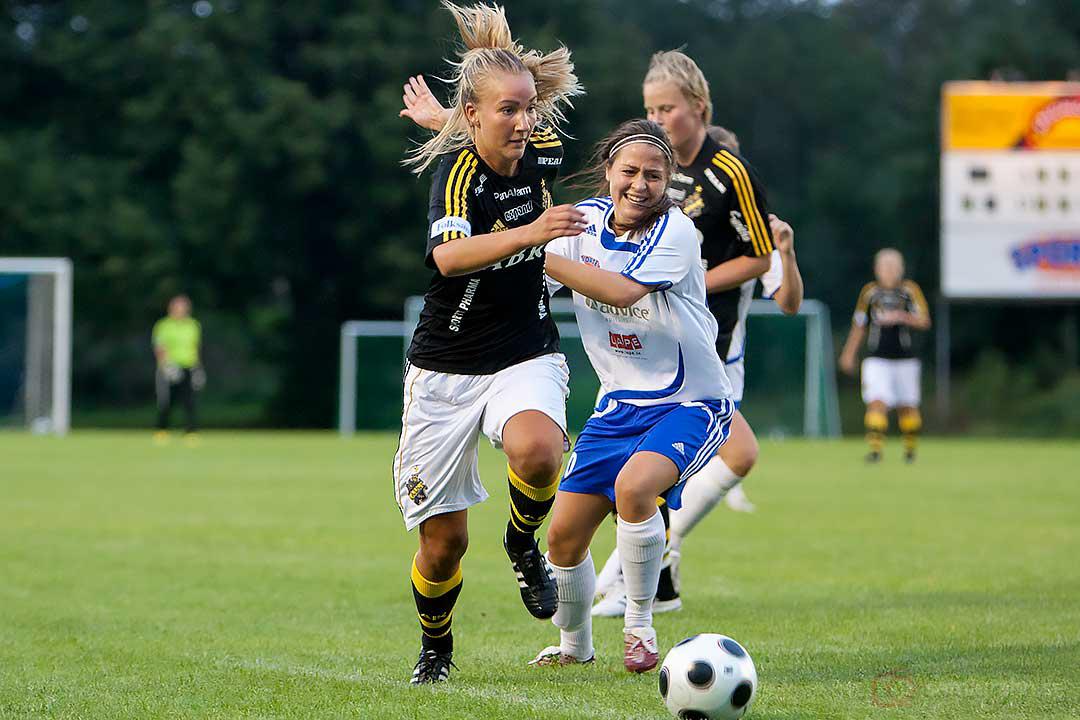 AIK Emma Lundh i full fart framåt