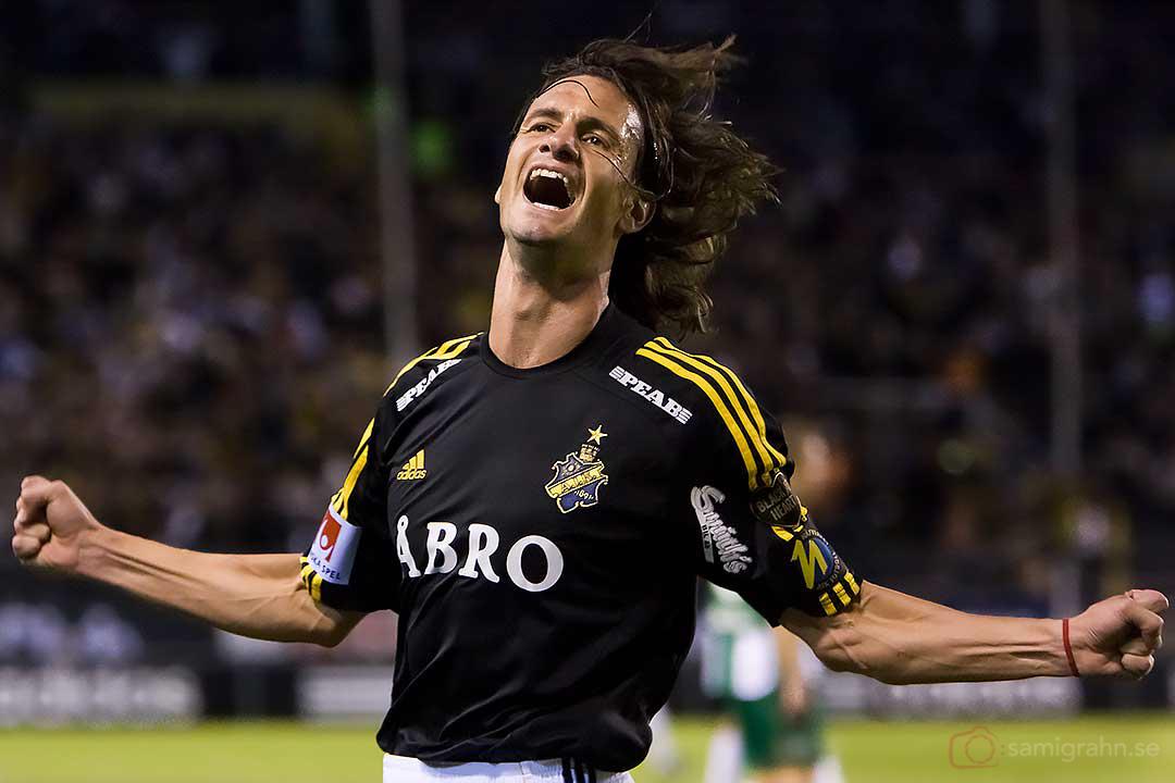 AIK Ivan Obolo jublar efter sitt och matchens första mål