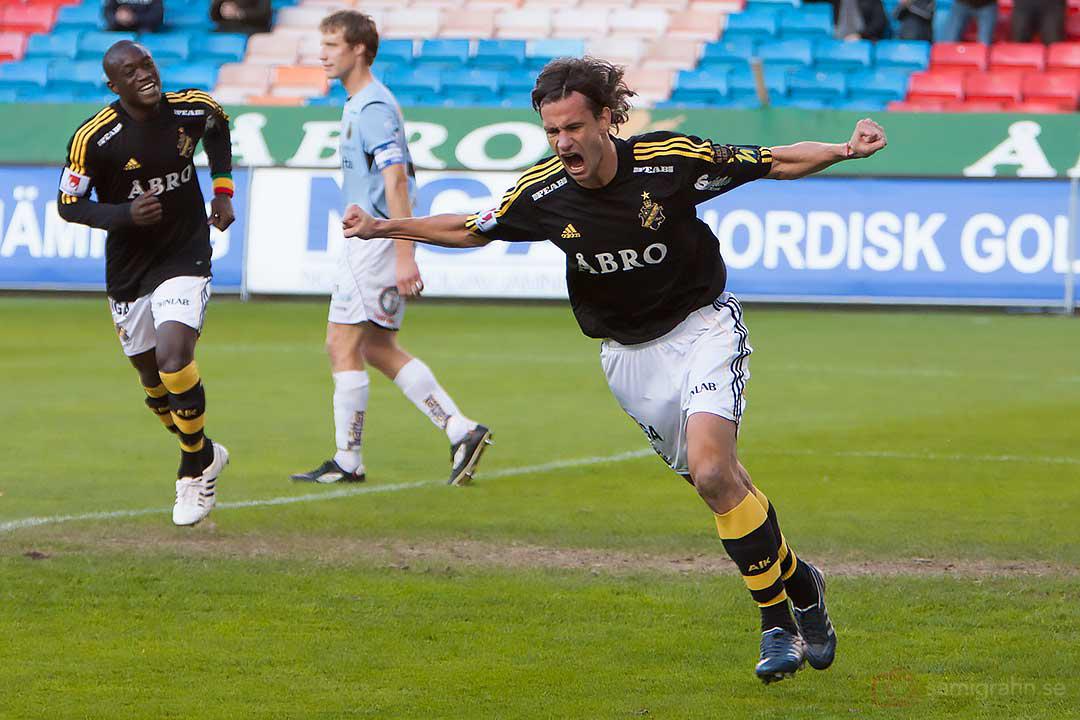 En kvart in i matchen jublar AIK Ivan Obolo efter sitt 1-0-mål