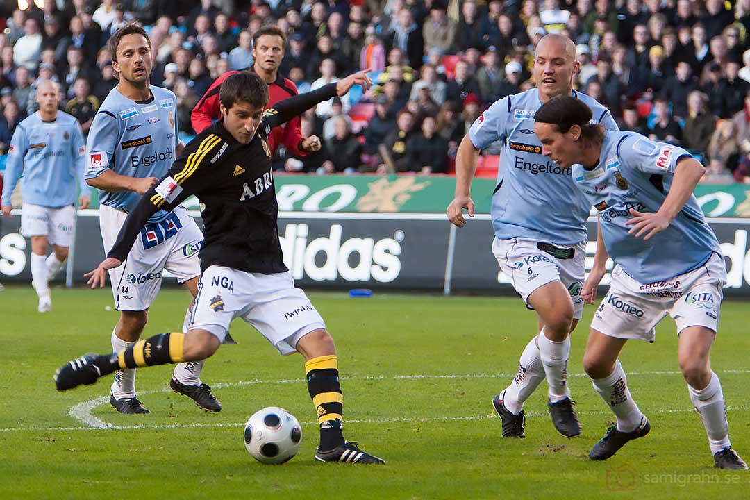 AIK Gabriel Özkan testar skott i straffområdet