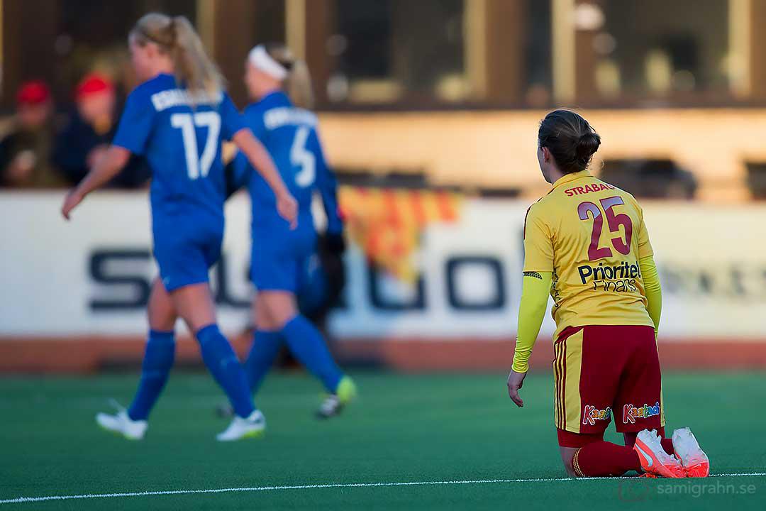 Tyresö Meghan Klingenberg på knä