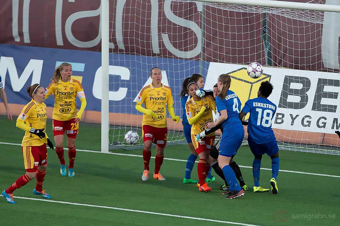 Eskilstuna Gaelle Enganamouit nära att göra mål i början av andra halvlek
