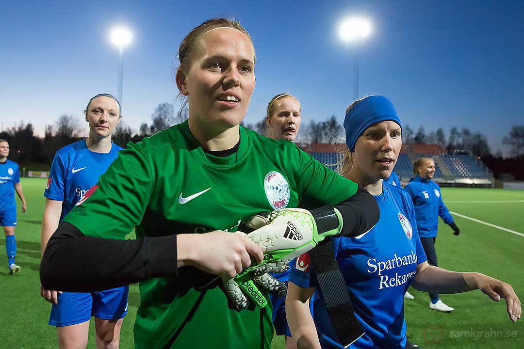 Eskilstuna målvakt Emelie Almesjö höll nollan mot Tyresö, till höger Eskilstuna Kim Ekebom Arodin