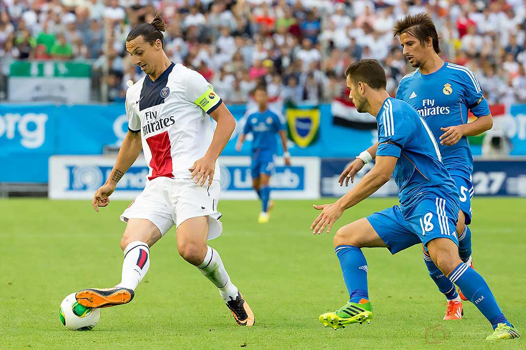 PSG Zlatan Ibrahimovic jagas av Real Madrid Nacho och Fabio Coentrao