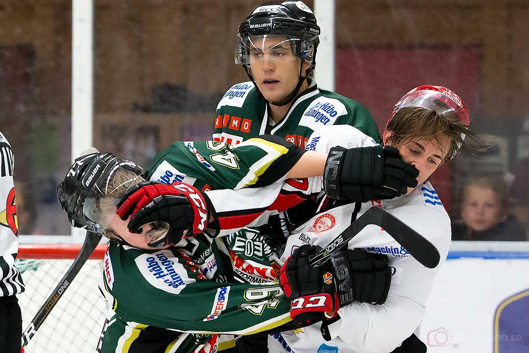 Handgemäng mellan Enköping Jesper Jensén och Almtuna Martin Karlsson