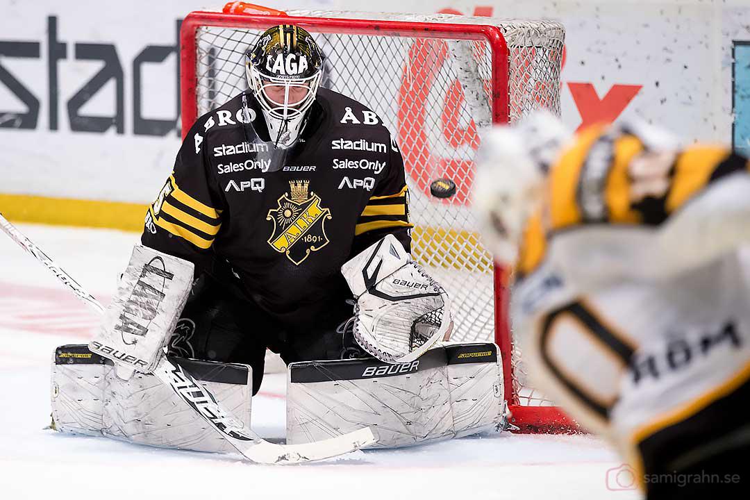 Mål av Skellefteå Joakim Lindström bakom AIK målvakt Alexander Hamberg