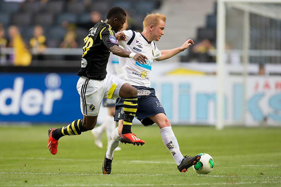AIK Ibrahim Moro skuttar efter Gefle Simon Lundevall