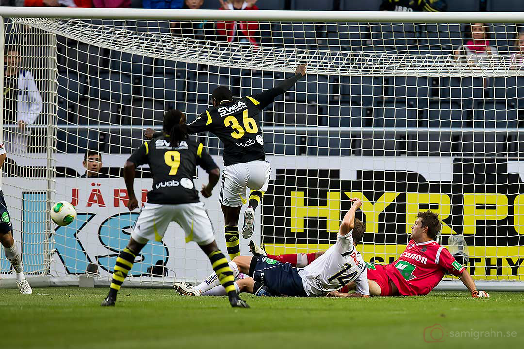 AIK 36 Henok Goitom gör mål bakom Gefle målvakt Emil Hedvall