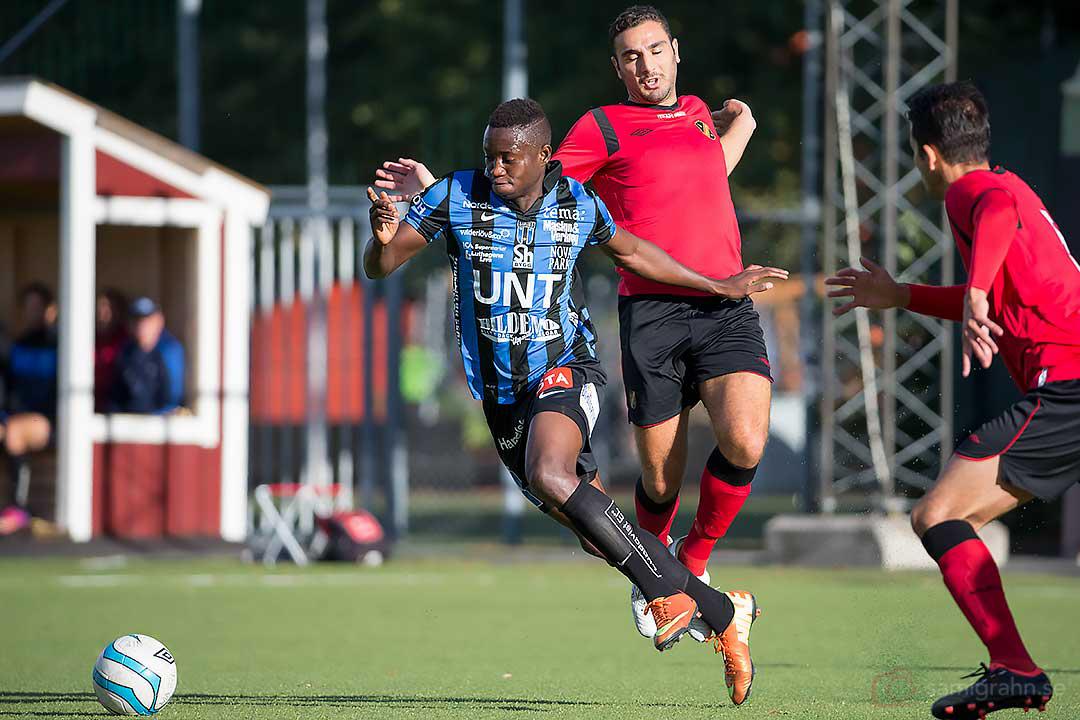 Sirius Moses Ogbu flyger ifrån sina motståndare