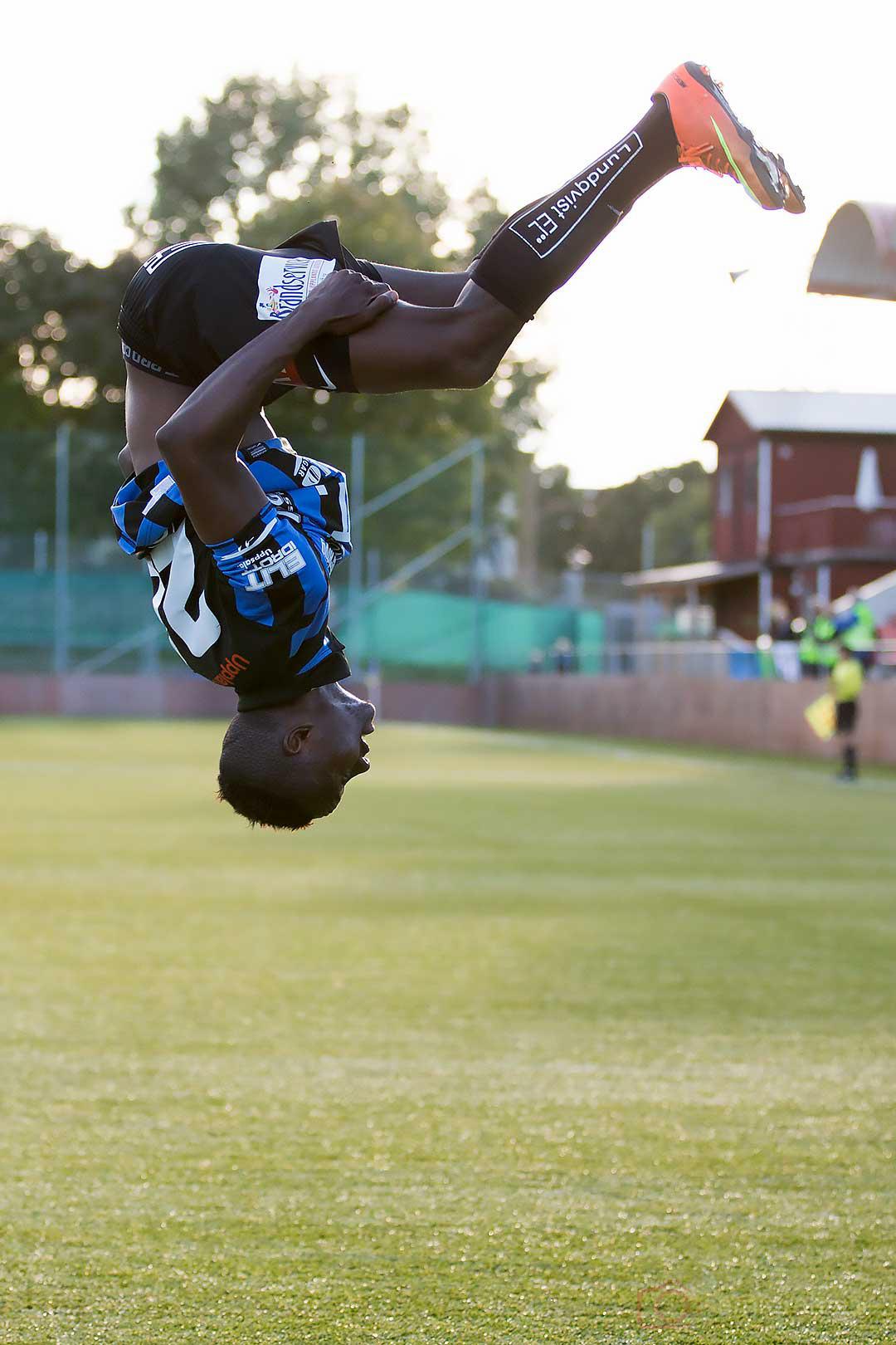Så här glad blir Sirius Moses Ogbu efter sitt andra mål för dagen