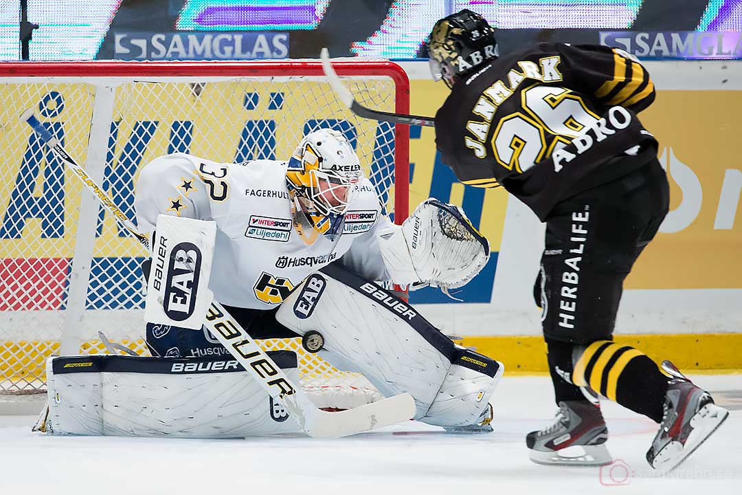 AIK Mattias Janmark Nylén sätter avgörande straffen bakom HV71 målvakt Gustaf Wesslau