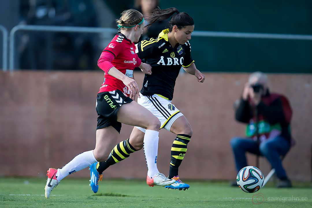 AIK Jessy Sharro jagas av Kristianstad Sif Atladottir