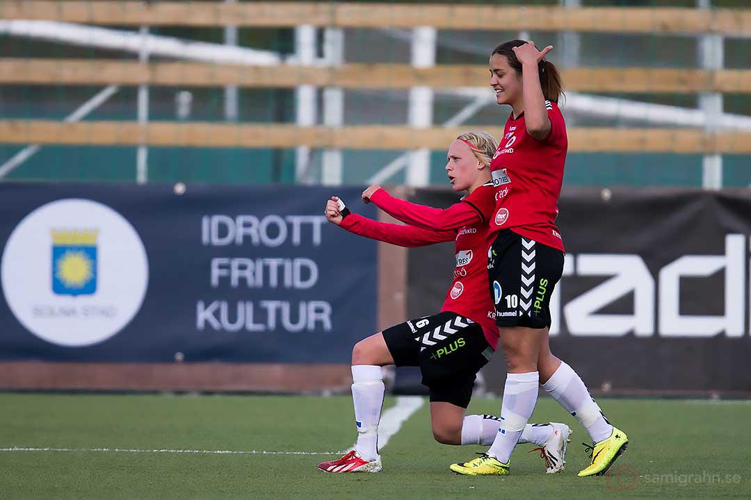 0-2 av Kristianstad Linnea Liljegärd gratuleras av Marija Banusic