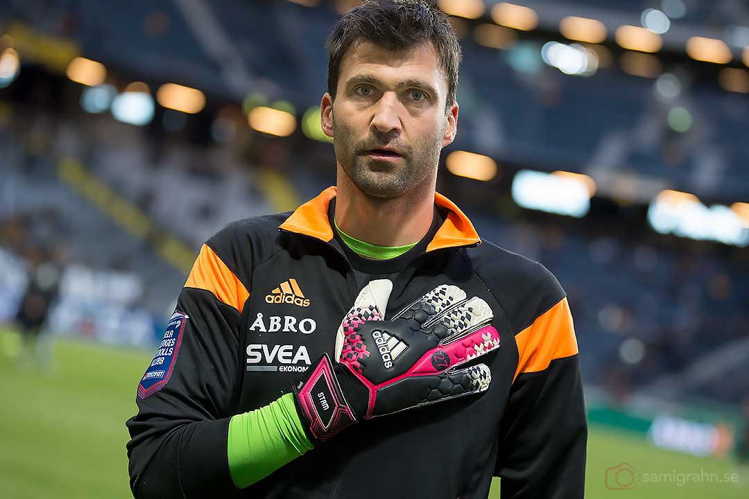 AIK målvakt Kenny Stamatopoulos med nr 27 på handskarna