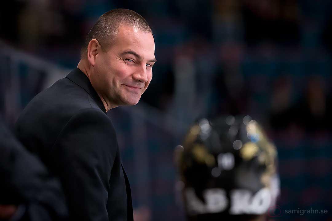 AIK assisterande tränare Mats Bäcklin ser nöjd ut