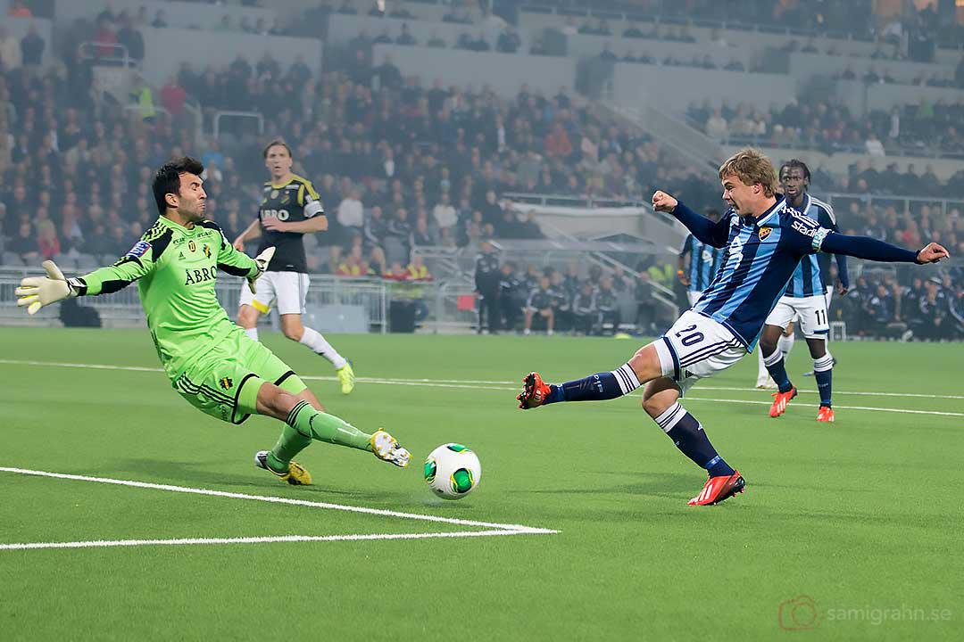 AIK målvakt Kyriakos Stamatopoulos räddar skott från DIF Simon Tibbling