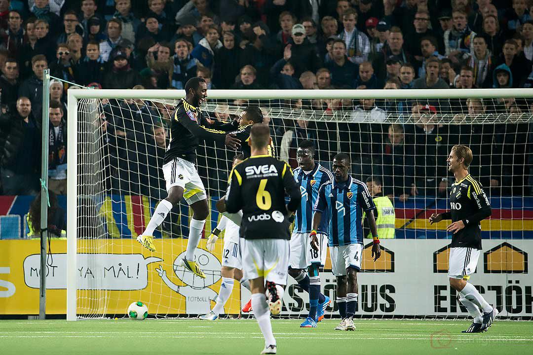 AIK Henok Goitom hoppar högt av glädje efter ledningsmål till 1-2