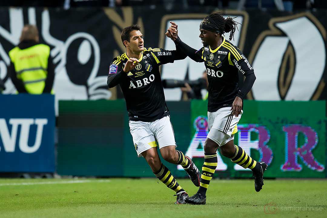 AIK Celso Borges och AIK Martin Mutumba firar 1-0-målet