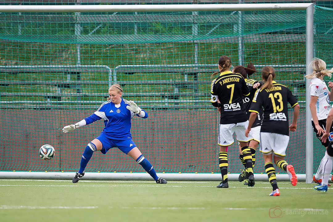 Mål av Umeå Lina Hurtig förbi AIK målvakt Hilde Gunn Olsen