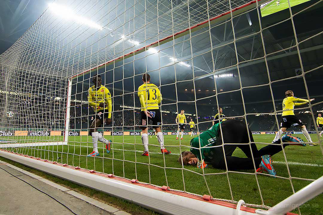 Mål av AIK Nils-Eric Johansson bakom Mjällby målvakt Mattias Asper