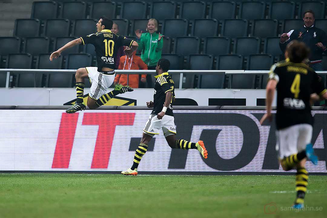 AIK Celso Borges tar ett glädjeskott efter sitt avgörande straffmål