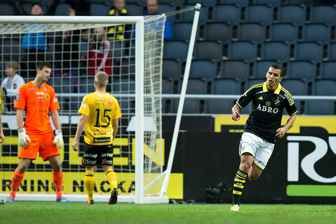 Elfsborg målvakt Kevin Stuhr-Ellegaard deppar efter att ha släppt in 1-0 på volleyskott av AIK Nabil Bahoui