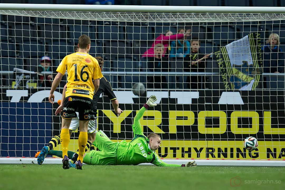 Kvittering till 1-1 av Elfsborg Marcus Rohdén (utanför bild) bakom AIK målvakt Patrik Carlgren
