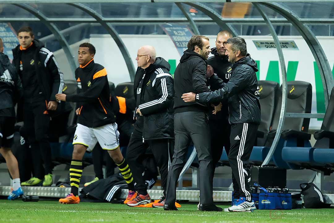 AIK tränare Andreas Alm, Ulf Kristiansson och Nebojsa Novakovic jublar efter andra raka vinsten