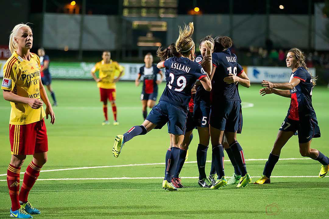 PSG Sabrina Delannoy gratuleras efter 1-1-målet